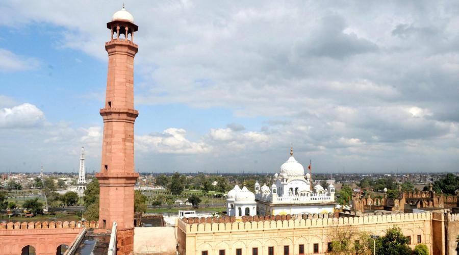 最美最险的公路-喀喇昆仑中巴友谊公路,费萨尔清真寺/马格拉山国家公园/巴基斯坦纪念碑博物馆/巴德夏希清真寺/拉合尔古堡/克里夫顿海滩