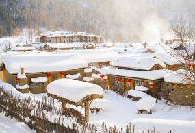哈尔滨亚布力顶级滑雪/雪山寒地温泉/北极村双飞8日游(冰雪漠北)